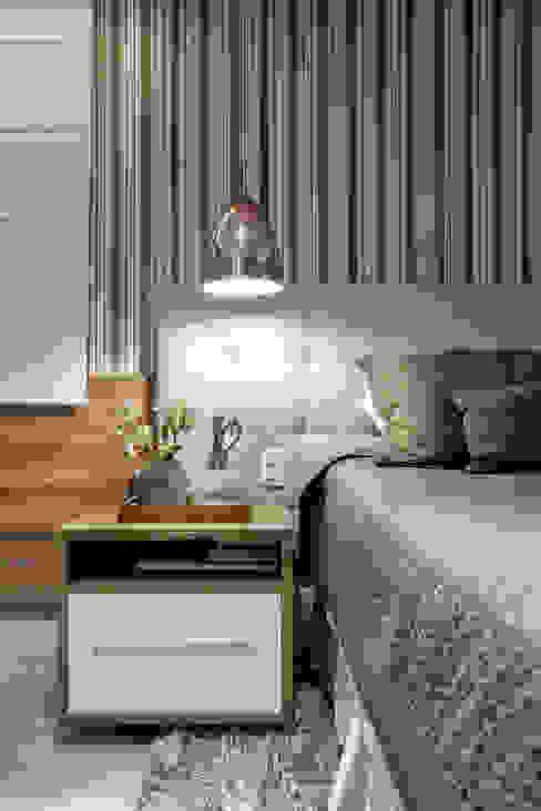 Eklektyczna sypialnia od Adriana Pierantoni Arquitetura & Design Eklektyczny