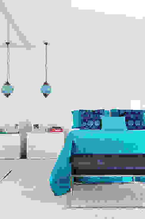 Bedroom by Thaisa Camargo Arquitetura e Interiores, Eclectic