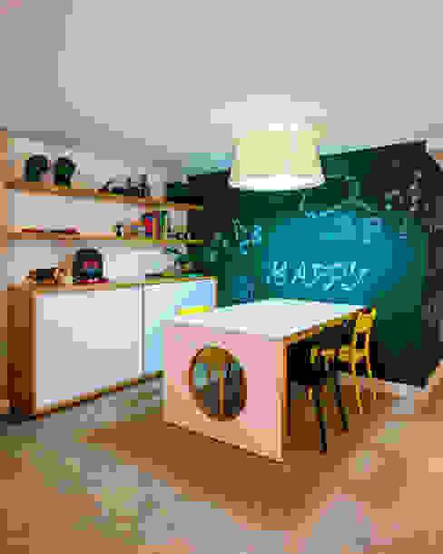 Casa Bali Quarto infantil moderno por IE Arquitetura + Interiores Moderno