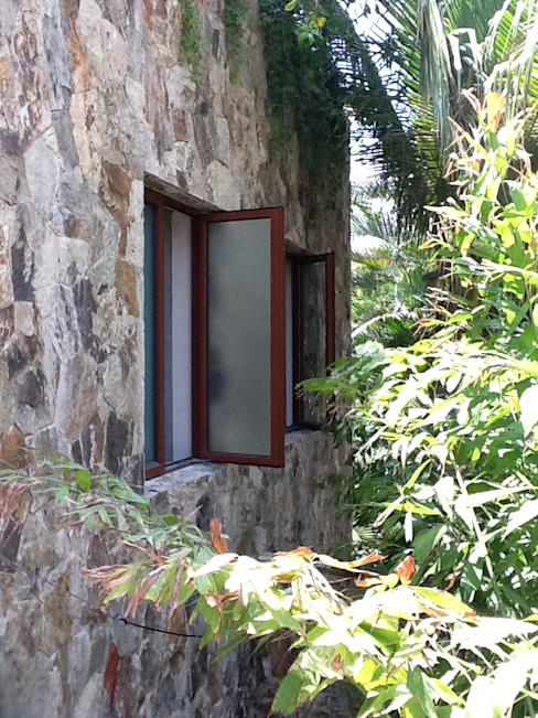 Classic style windows & doors by homify Classic Aluminium/Zinc