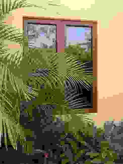 Ventana Abatible Puertas y ventanas de estilo clásico de Productos Cristalum Clásico Aluminio/Cinc