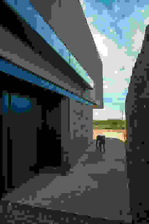 Modern houses by A4estudio Modern