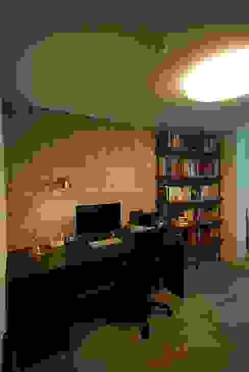 모던함 속 공간마다 다른 색을 가진 신혼집 리모델링 & 홈스타일링: (주)바오미다의  서재 & 사무실