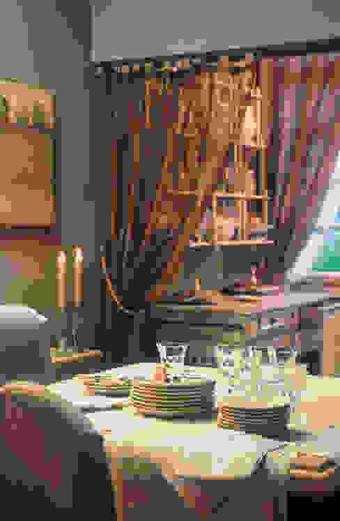 Sala da pranzo e piattiera Sala da pranzo in stile rustico di Anna Paghera s.r.l. - Interior Design Rustico