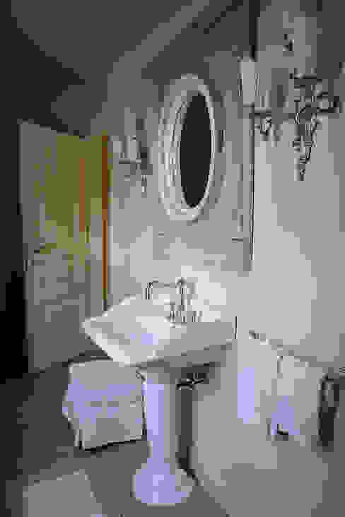 Classic style bathroom by Anna Paghera s.r.l. - Interior Design Classic