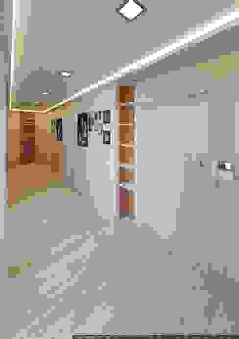 Modern corridor, hallway & stairs by hq-design Modern
