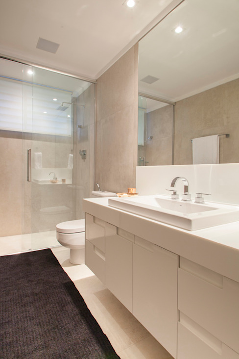 Banheiro Deborah Basso Arquitetura&Interiores Banheiros minimalistas Mármore Branco