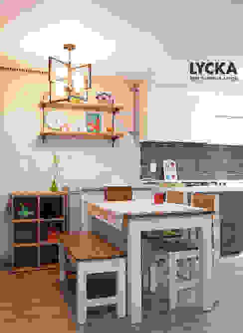 비비드 컬러를 사용한 홈스타일링 스칸디나비아 다이닝 룸 by LYCKA interior & styling 북유럽