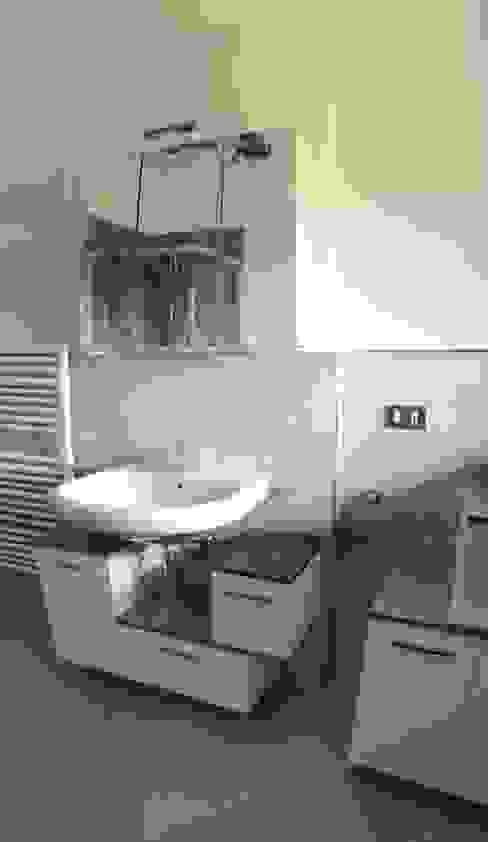 restiling bagno con piastrelle stile coloniale Arreda Progetta di Alice Bambini Bagno in stile coloniale Verde