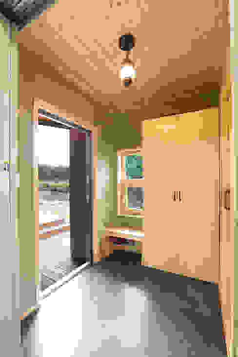 モダンスタイルの 玄関&廊下&階段 の 주택설계전문 디자인그룹 홈스타일토토 モダン