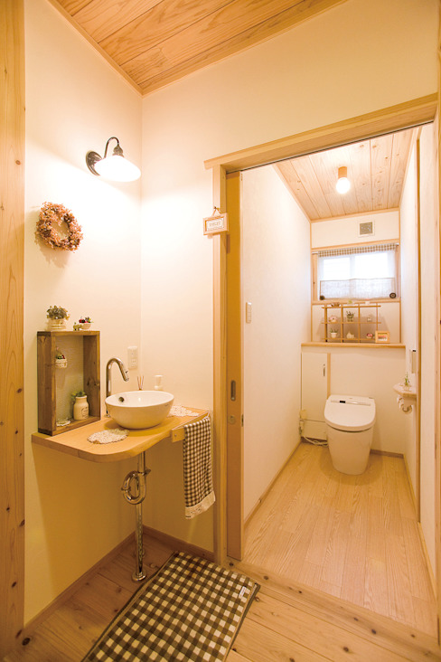 Eclectic style bathroom by 株式会社粋の家 Eclectic