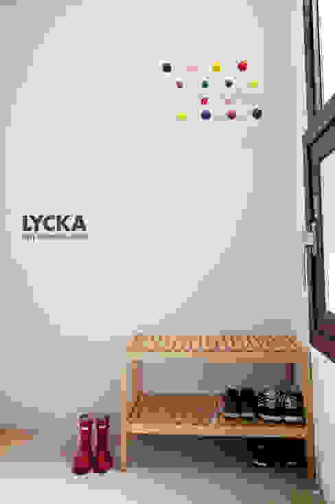 판교 아파트 홈드레싱: LYCKA interior & styling의  복도 & 현관,북유럽