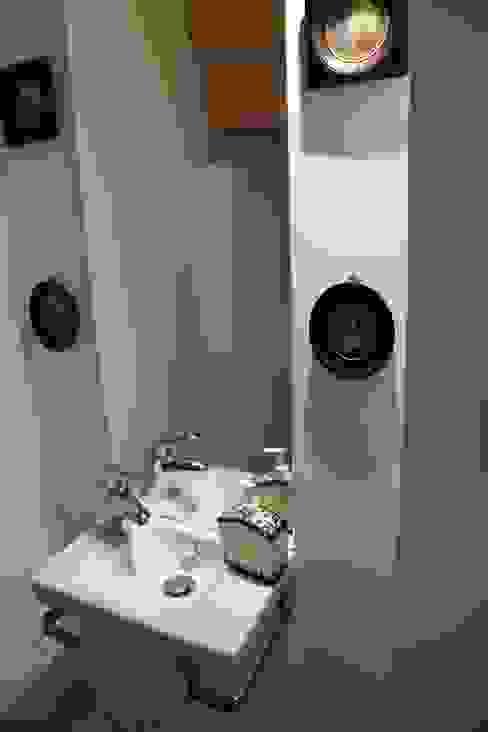 Nowoczesna łazienka od Ad Hoc Concept architecture Nowoczesny