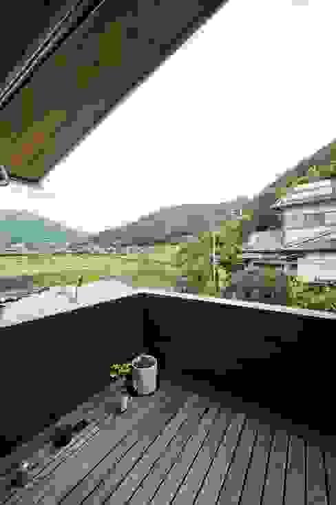 balcony Ausgefallener Balkon, Veranda & Terrasse von キリコ設計事務所 Ausgefallen