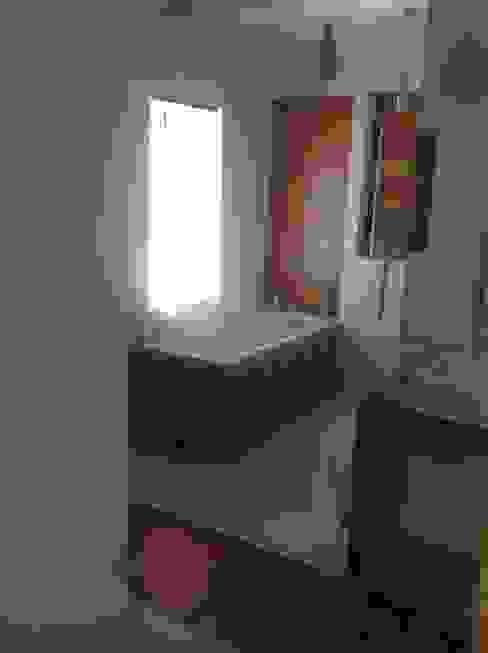 Phòng tắm phong cách hiện đại bởi STUDIO BB ARCHITEKCI TOMASZ BRADECKI Hiện đại