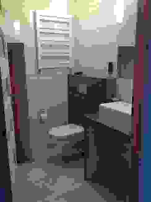 Phòng tắm theo STUDIO BB ARCHITEKCI TOMASZ BRADECKI, Hiện đại