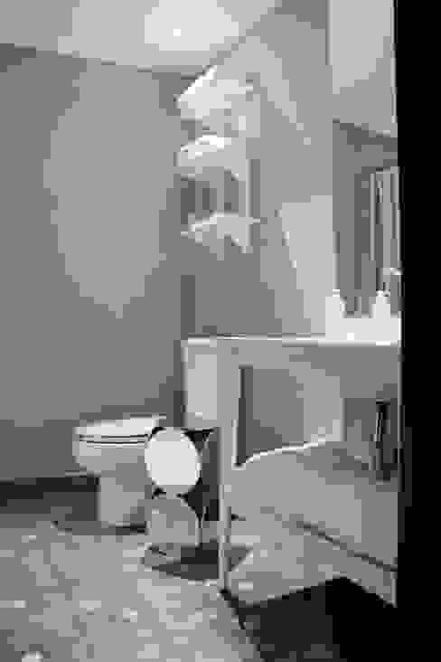 Bathroom by Elías Arquitectura,