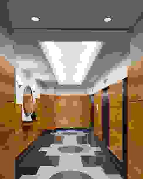 Moderne kleedkamers van Elías Arquitectura Modern