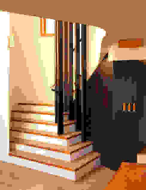 Koridor dan lorong by Simon Gill Architects