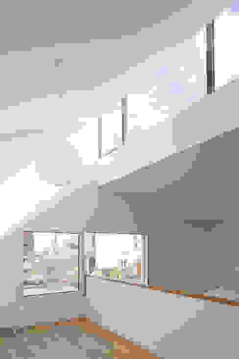 Une maison baignée de lumière Fenêtres & Portes minimalistes par homify Minimaliste Ardoise