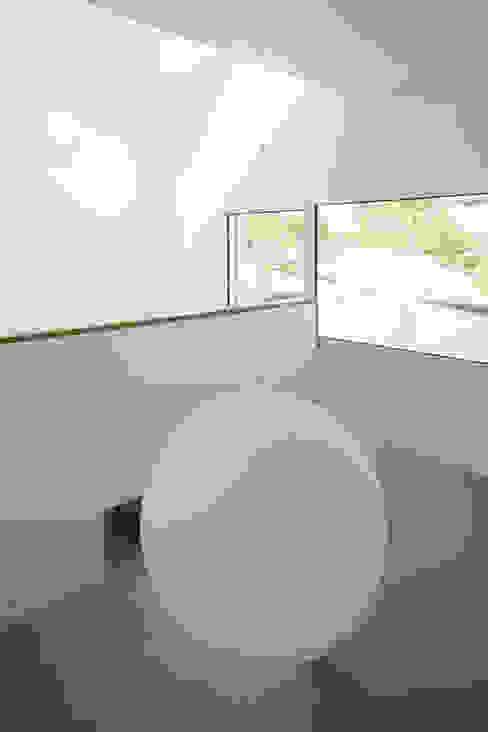 Vue depuis la mezzanine Couloir, entrée, escaliers minimalistes par homify Minimaliste Bois Effet bois
