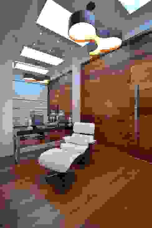 Hall de entrada Corredores, halls e escadas modernos por ARQ Ana Lore Burliga Miranda Moderno de madeira e plástico