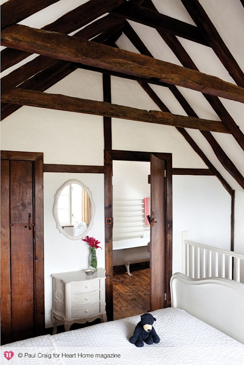 A 17th Century Historic Home in the English Countryside Dormitorios de estilo rural de Heart Home magazine Rural
