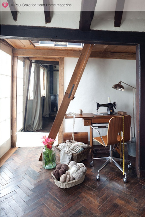 A 17th Century Historic Home in the English Countryside Heart Home magazine 컨트리스타일 서재 / 사무실