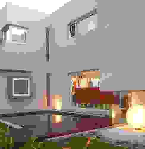 Minimalist house by Ramirez Arquitectura Minimalist Glass
