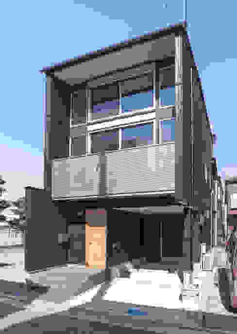 房子 by 岡本建築設計室, 現代風