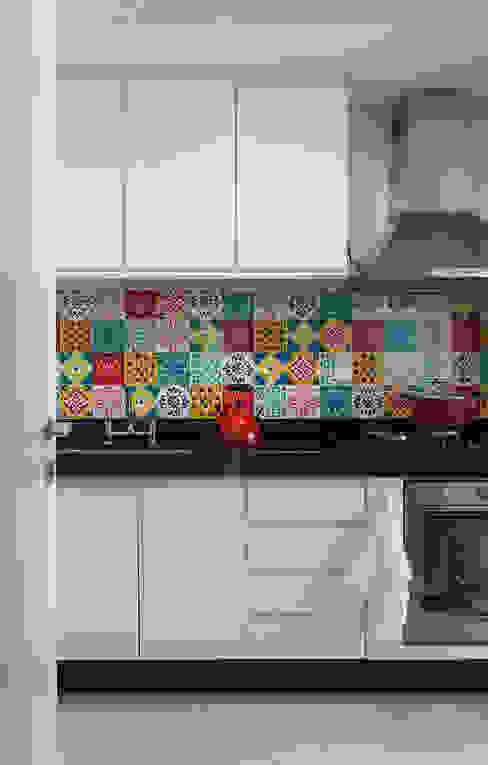 Cocinas modernas: Ideas, imágenes y decoración de Flavia Sa Arquitetura Moderno