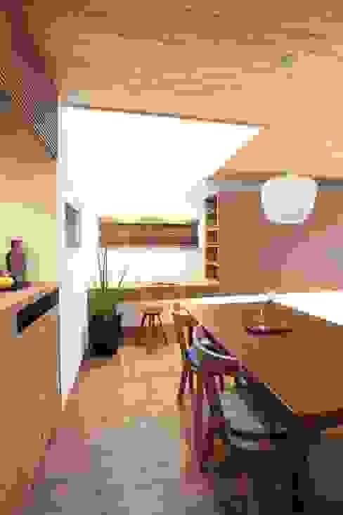 Ruang Makan Gaya Skandinavia Oleh haws建築設計事務所 Skandinavia Kayu Wood effect