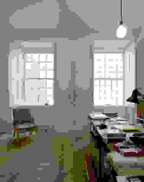 클래식스타일 거실 by Ricardo Carvalho + Joana Vilhena Arquitectos 클래식