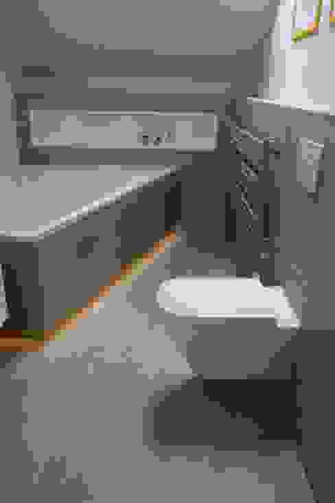 Casas de banho modernas por homify Moderno