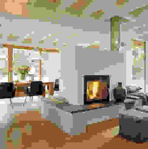 Salas de estar modernas por Bau-Fritz GmbH & Co. KG Moderno