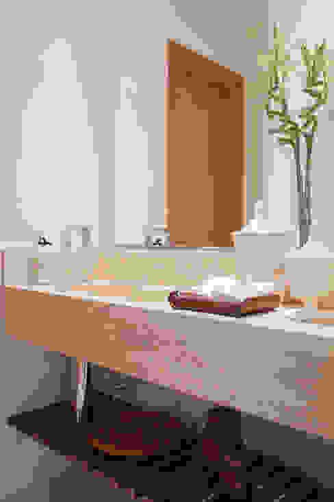 Lavabo: Banheiros  por Arquitetura 8 - Ana Spagnuolo & Marcos Ribeiro,