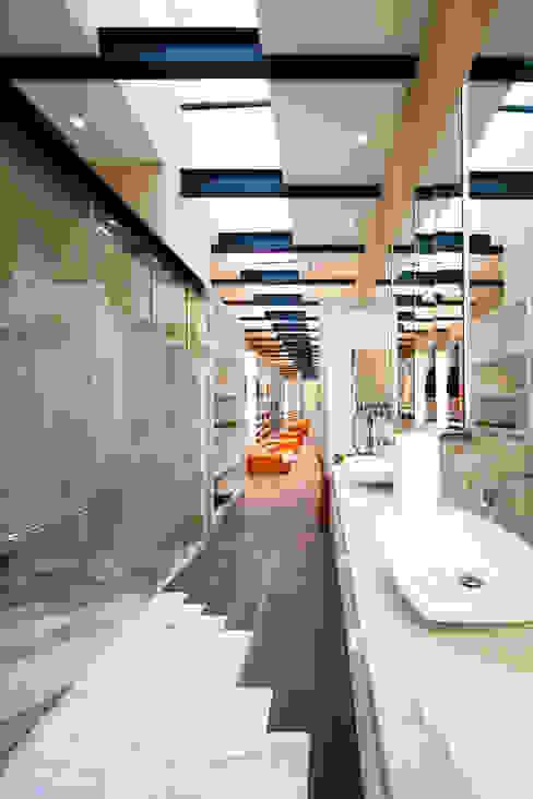 Salle de bain minimaliste par grupoarquitectura Minimaliste