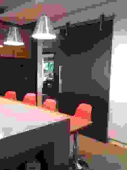 reforma de cozinha Margareth Salles Cozinhas modernas MDF Preto