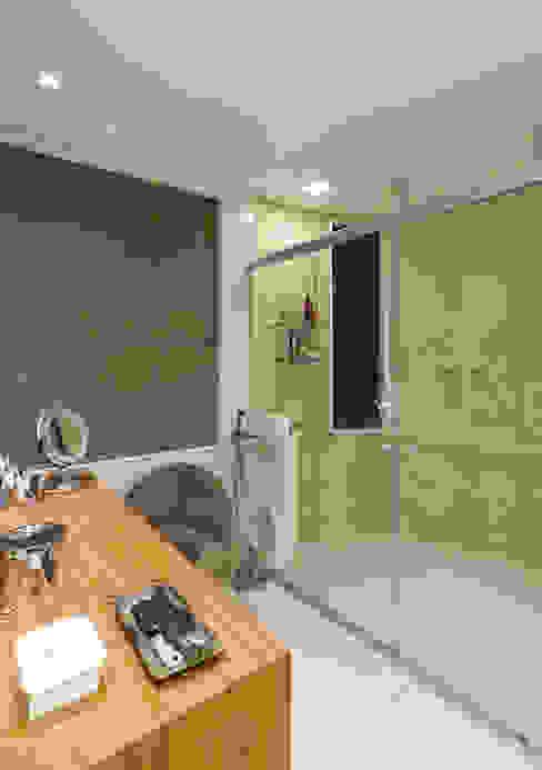 Modern bathroom by Mariana Borges e Thaysa Godoy Modern