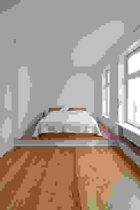 Schlafzimmer - Pitch Pine Moderne Schlafzimmer von iD Architektur iD Studio Modern