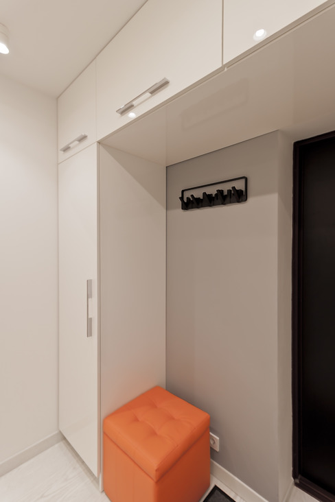 Minimalist corridor, hallway & stairs by Rustem Urazmetov Minimalist