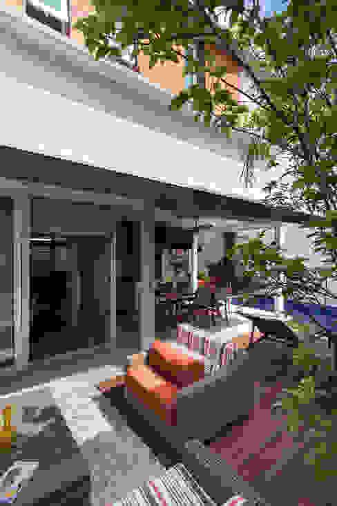Balcones y terrazas modernos de Cactus Arquitetura e Urbanismo Moderno