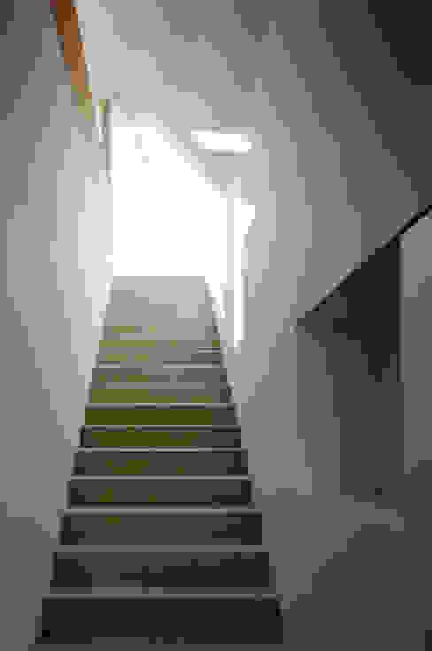 現代風玄關、走廊與階梯 根據 向山建築設計事務所 現代風 木頭 Wood effect