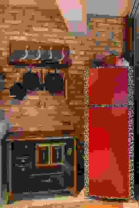 Kitchen by Cactus Arquitetura e Urbanismo, Mediterranean