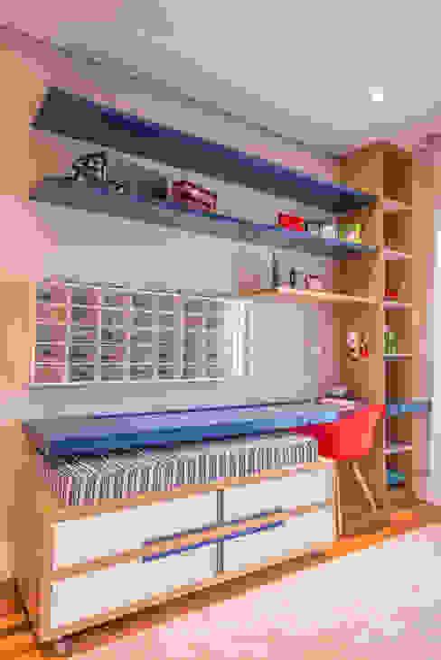 Casa Swiss Quarto infantil moderno por Juliana Stefanelli Arquitetura e Design Moderno
