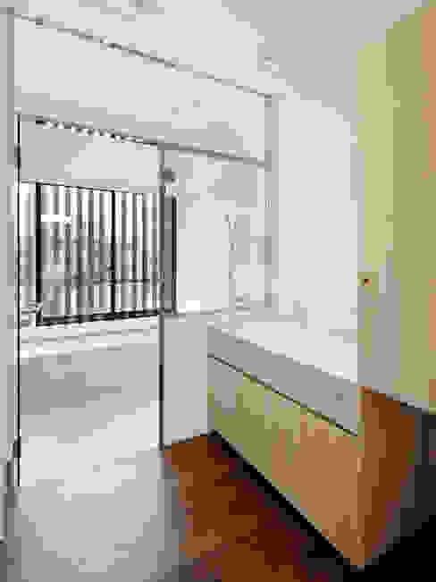 Modern bathroom by 向山建築設計事務所 Modern