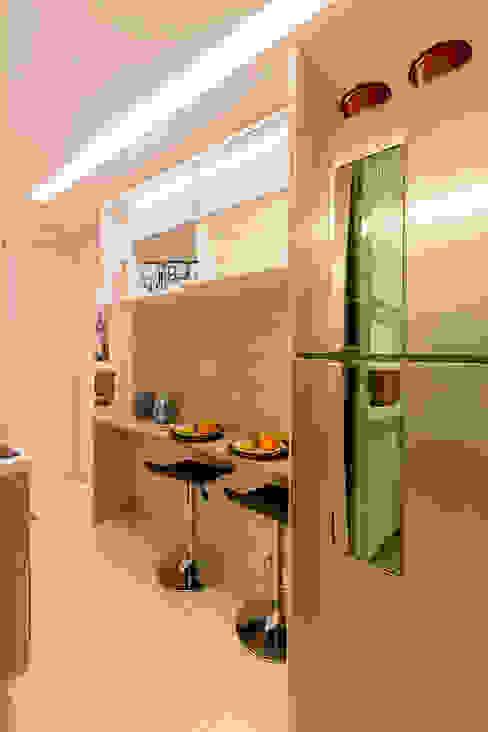 Cocinas de estilo moderno de Flávio Monteiro Arquitetos Associados Moderno Tablero DM