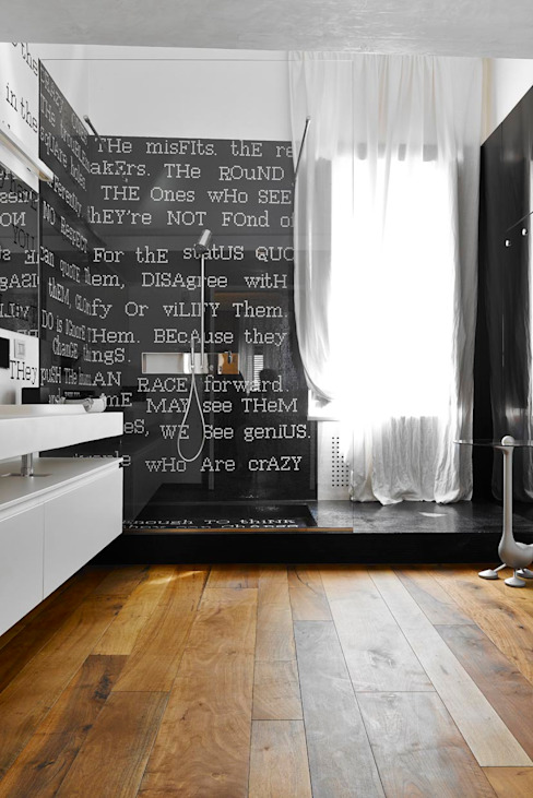 Bianco Antico. Restauro appartamento in centro storico. Bagno eclettico di Architetto Alboini Maria Gabriella Eclettico