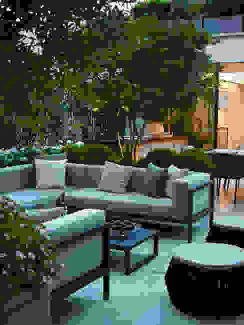 A London Roof Garden Moderne balkons, veranda's en terrassen van Bowles & Wyer Modern