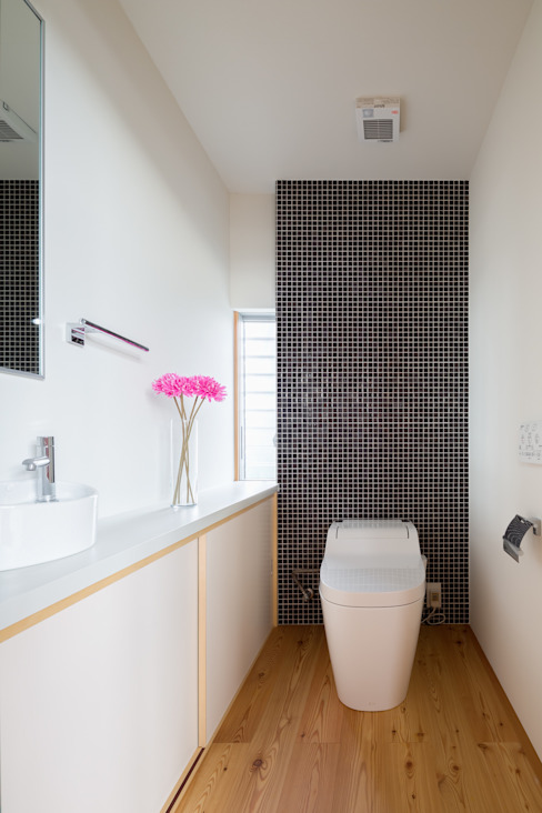 Modern bathroom by 萩原健治建築研究所 Modern